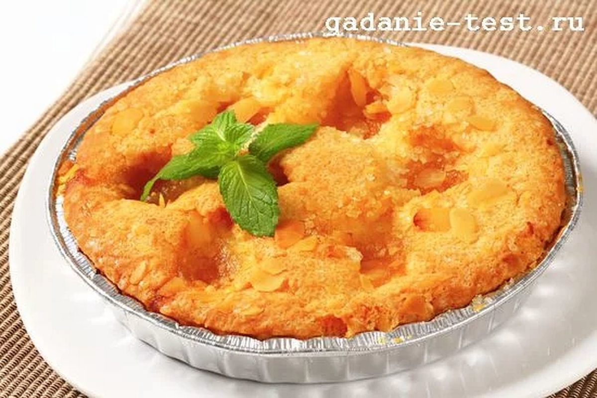 Постный бисквитный пирог с яблоками