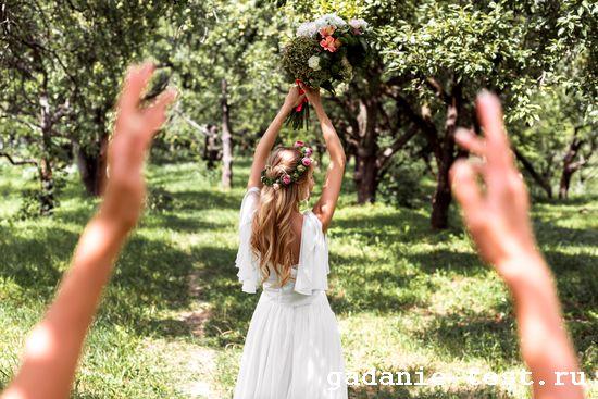 Что скрывается за основными традициями на свадьбах https://gadanie-test.ru/ букет