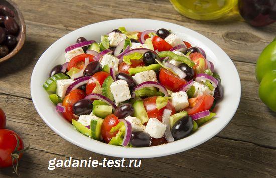 Приготовленный греческий салат